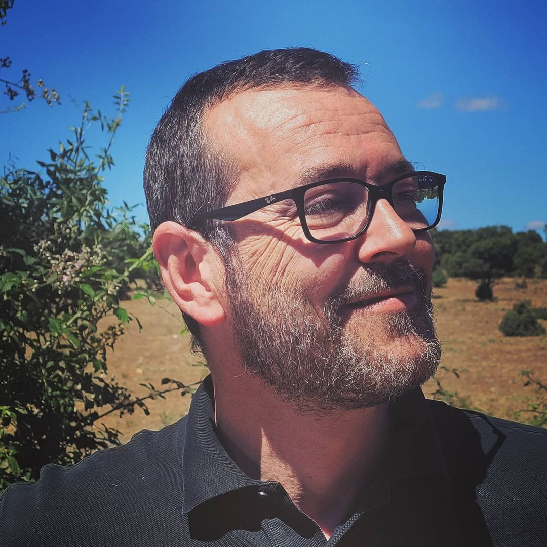 DANIEL FERNANDEZ conTEXTO verde comunicación